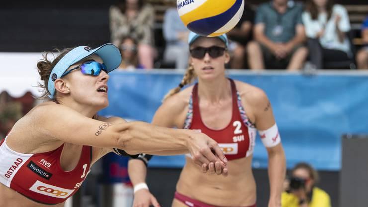 Nina Betschart (links) und Tanja Hüberli stehen beim Heimturnier in Gstaad im Halbfinal