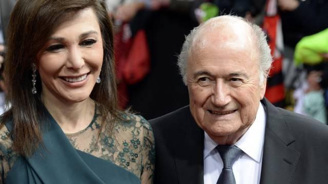 Sie gibt ihm Kraft: Linda Barras mit Sepp Blatter (Archiv)