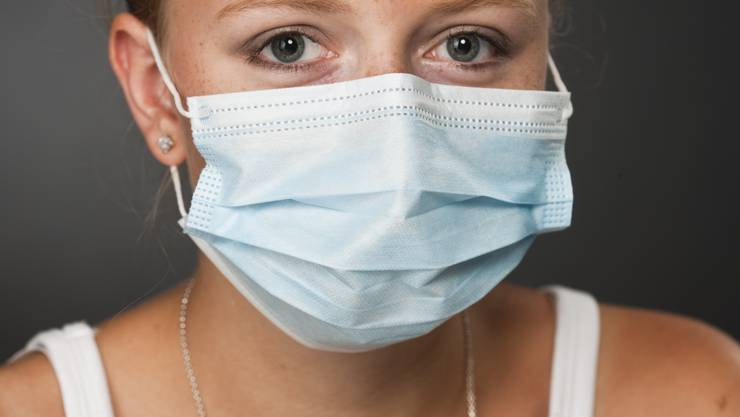 Hygienemasken bieten nur Schutz, wenn sich zwei Menschen nahe kommen.