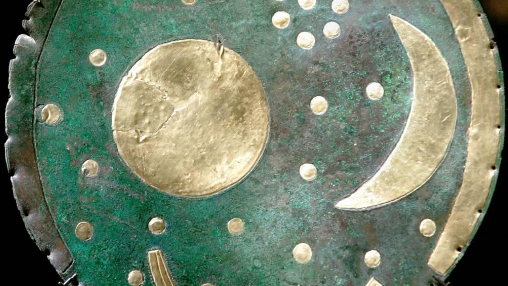 Die Himmelsscheibe von Nebra gilt als die älteste konkrete Himmelsabbildung der Welt.