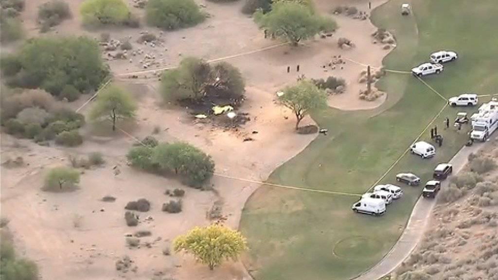 Die Absturzstelle befindet sich unmittelbar neben einem Golfrasen in Scottsdale im US-Bundesstaat Arizona.