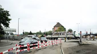 Der Anfang des Verkehrs-Chaos an der Nauenstrasse kurz nach Beginn der Bauarbeiten im Oktober 2013.