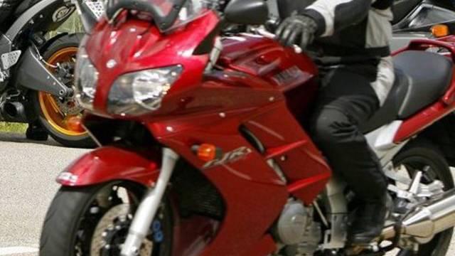 Ein Motorradfahrer (Symbolbild)