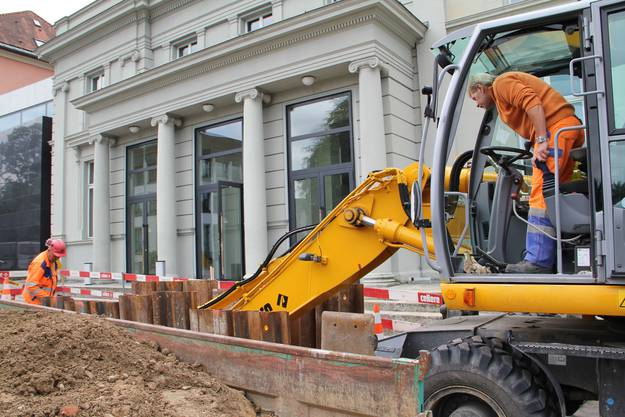 Bauarbeiten am Schlossplatz in Aarau im Juni 2012