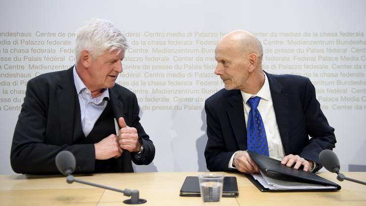 Hans-Peter Lenz, Chef Krisenmanagementzentrum beim EDA, spricht an der Medienkonferenz mit Daniel Koch, Leiter der Abteilung übertragbare Krankheiten vom Bundesamt für Gesundheit.