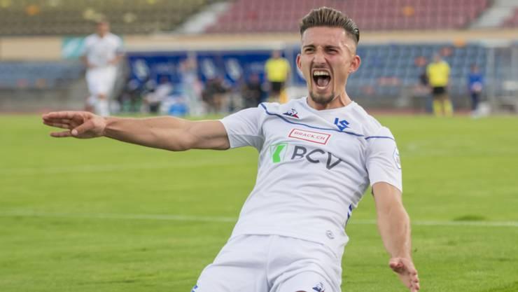 Lausannes Doppeltorschütze Andi Zeqiri freut sich über sein 4:0