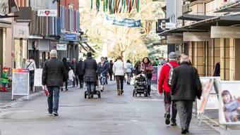Belebte Ladenstrassen wie hier in Baden: Sollen alle Läden wieder öffnen dürfen?