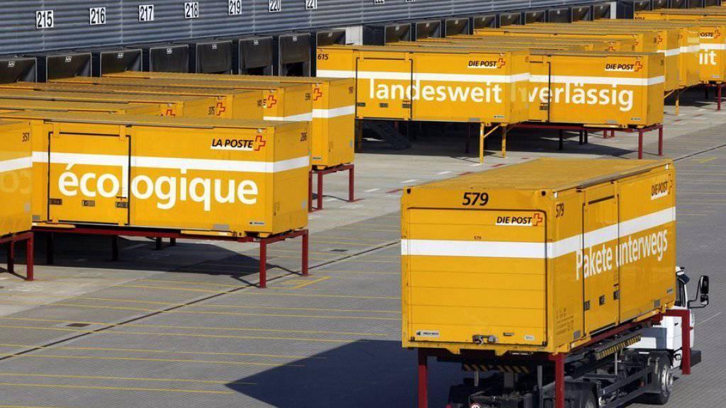 Die Post muss nach eigenen Angaben ihre Lastwagenflotte bis 2016 zu einem Grossteil erneuern. Deshalb zieht sie es vor, den ganzen Bereich auszulagern (Symbolbild)