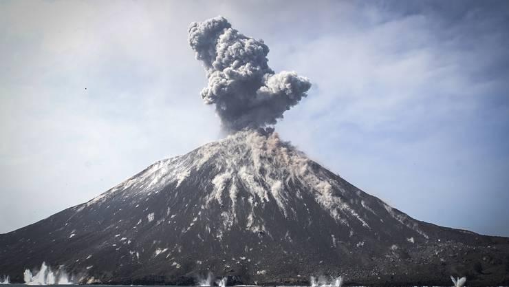 Ursache für den Tsunami war vermutlich der Vulkan Anak Krakatau.