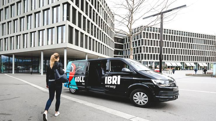 «Kollibri» ist eine Kombination von öffentlichem Verkehr und Taxidienst: Der Kleinbus bringt die Fahrgäste auf der individuell gewählten Route von Tür zu Tür.