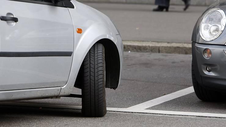 Durch die Aufhebung und Reduktion von Parkplätzen im öffentlichen Raum soll der Suchverkehr reduziert werden. (Symbolbild)