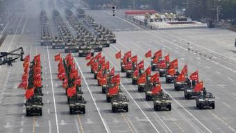 China präsentiert seine militärische Macht.