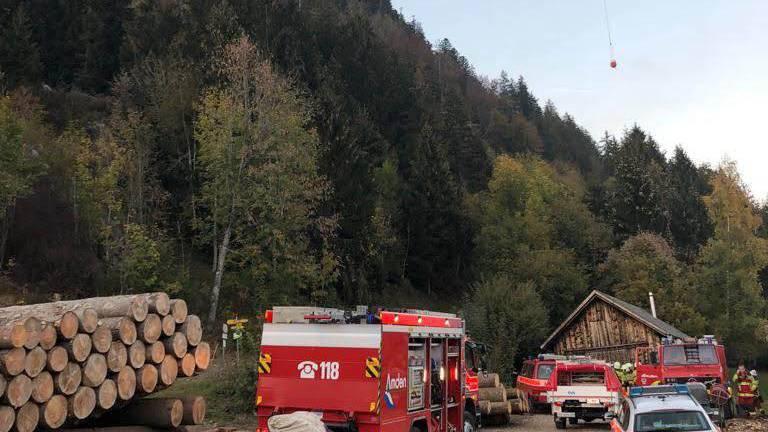 Über Feuerwehrleute und zwei Helikopter konnten den Brand schliesslich löschen.