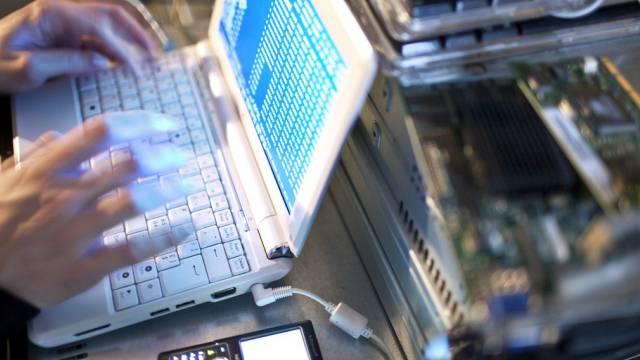 ielscheibe von Hackerangriffen sind heutzutage alle: Einzelpersonen, KMU, Grosskonzerne. Beispiele gibt es viele. (Symbolbild)