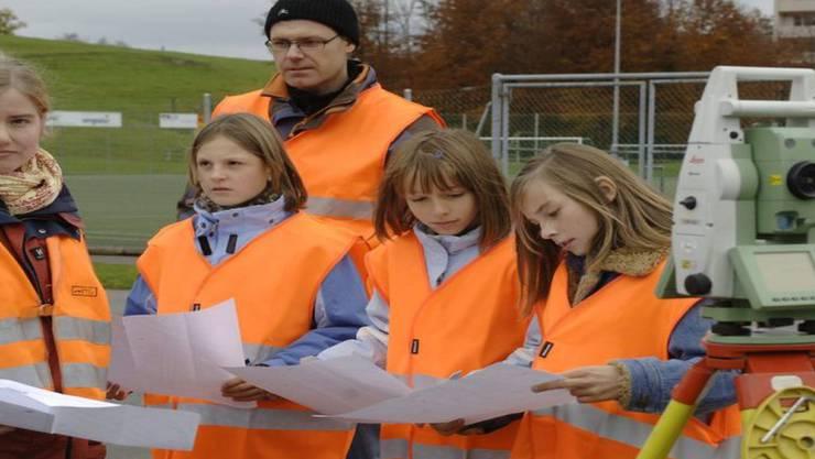 Eine Gruppe Mädchen am Zukunftstag (Archiv)