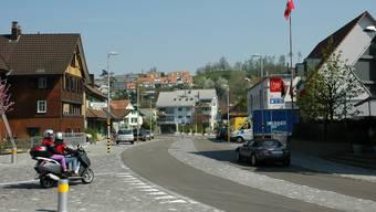Konnte von der Westumfahrung profitieren: Im verkehrsberuhigten Birmensdorfer Zentrum hat sich auch die Luft verbessert.  MTS