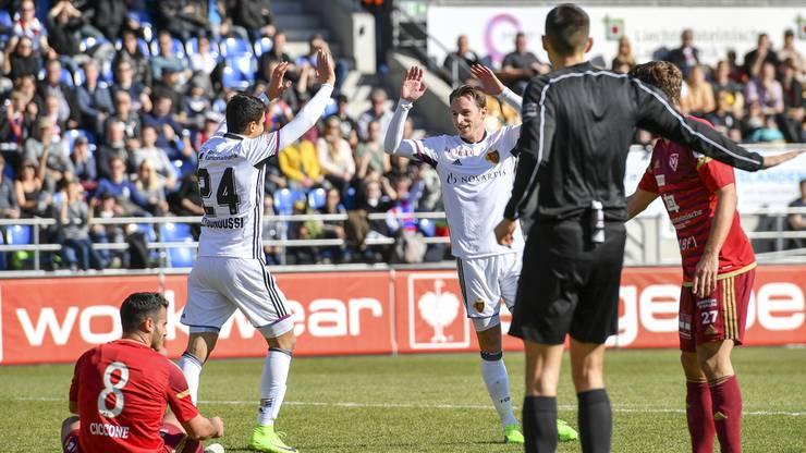 Die Basler Elyounoussi (l.) und Zuffi bejubeln den Treffer zum 1:0-Zwischenstand.