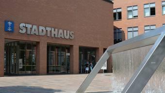 Das Dietiker Verwaltungsgebäude wurde von den Zürcher Architekten Rudolf und Esther Guyer entworfen. Insgesamt kostete es 28,3 Millionen Franken.
