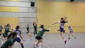 Dietikon-Urdorfs Goalgetterin Francine Koch setzt zum Schuss an: Auch sie fand gegen die Brühler Abwehr nur selten eine Lücke.
