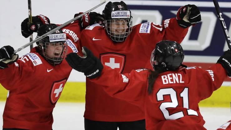 Christine Meier (Mitte) erlöste die Schweiz in der Verlängerung