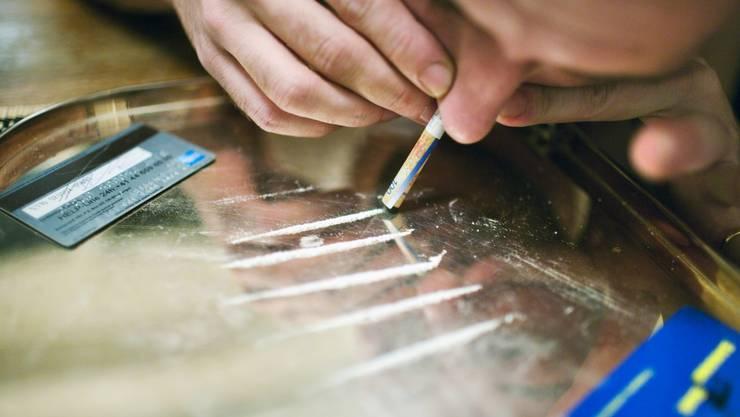 Die Polizei beschlagnahmte rund 90 Gramm Kokain, einige Gramm Marihuana, über 650 Gramm Streckmittel sowie mehrere hundert Franken Bargeld. (Symbolbild)