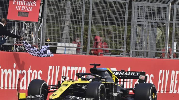 Als Dritter wurde beim 13. Saisonrennen Daniel Ricciardo abgewinkt. Der Australier sicherte Renault den ersten Podestplatz seit dem Wiedereinstieg vor vier Jahren als Werksteam