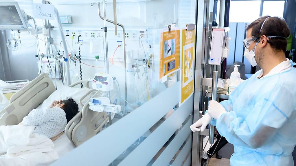 Die Spitaleinweisungen wegen schwerer Covid-19-Erkrankungen bringen viele Spitäler an den Anschlag. (Archivbild)