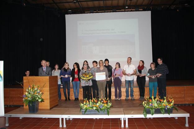 Das Team Unterfeld erhält den Comenius-Preis für ihre Pausenaufsicht