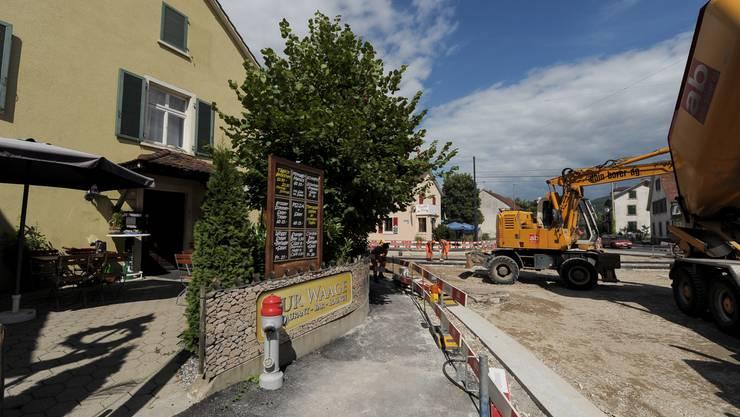 Die Grossbaustelle in Reinach verursacht bei vielen Geschäften einen Umsatzrückgang.