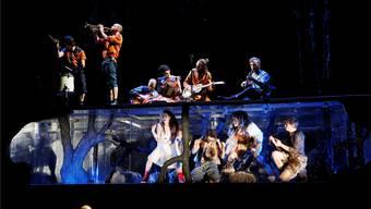 Die Basler The bianca Story (oben) und Deleila Piasko, Maximilian Roenneberg, Lotti Happle sowie Sebastian Schneider (unten). Annette Boutellier/zvg