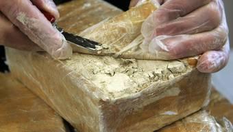 Die Polizei fand neben Streckmittel auch Heroin (Archiv)