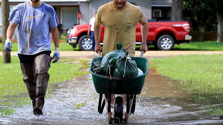 Wegschaffen, was noch zu retten ist - in Lafayette im US-Bundesstaat Louisiana.