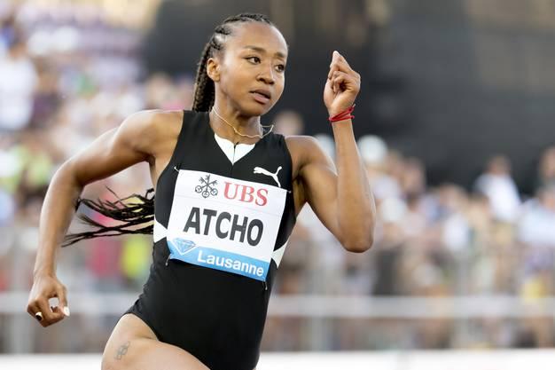 Sarah Atcho; Alter: 24; Wohnort: Cugy; Starts: 200m, Staffel Prognose : Sie kam nur dank einer Wildcard der IAAF zu einem WM-Startplatz über 200 m. Vor zwei Jahren in London lief Atcho in den Halbfinal. Das muss auch in Doha das Ziel sein. Wenn Sie an einen Wettkampf verreisen, was darf bei Ihnen im Gepäck nie fehlen? «Ein schönes Abendkleid für die Party nach dem Rennen.» (KEYSTONE/Jean-Christophe Bott)
