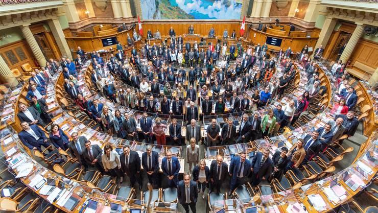 CVP-Präsident Gerhard Pfister posiert an der Spitze des ganzen Parlaments. Als ob er sagen wollte: Die Mitte, das bin ich.