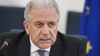EU-Migrationskommissar Dimitris Avramopoulos hat am Dienstag in Strassburg den Start von Vertragsverletzungsverfahren gegen Ungarn, Polen und Tschechien bekannt gegeben. Diese drei Staaten weigern sich trotz EU-Beschluss, Flüchtlinge aus Griechenland und Italien zu übernehmen (Archiv).