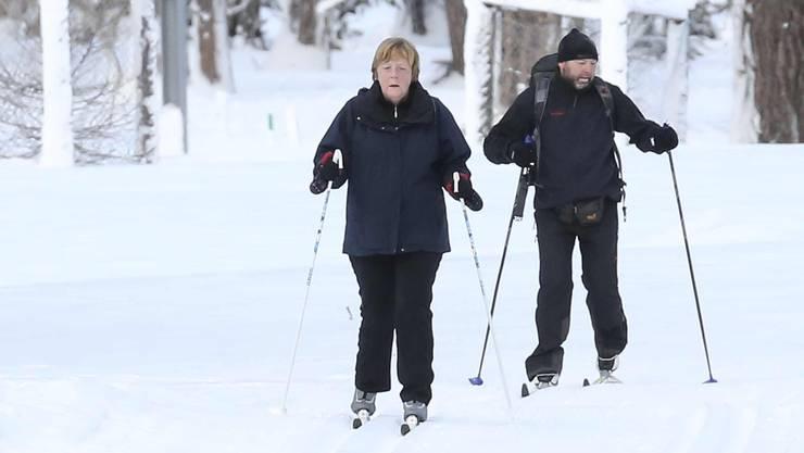 Die deutsche Bundeskanzlerin Angela Merkel verbringt ihre Weihnachtsferien seit vielen Jahren in Pontresina. Sie ist eine passionierte Langläuferin, auch auf der Loipe bekommt sie Personenschutz.