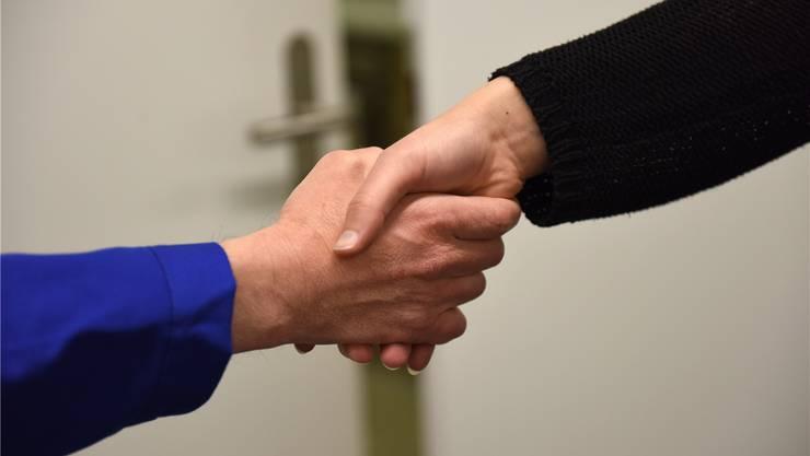 Bildungsdirektorin Monica Gschwind will «hiesige Werte» per Gesetz einfordern, stösst damit jedoch auf Gegenwind. Juri Junkov