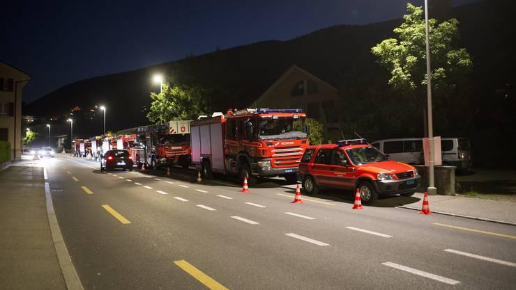 Die Feuerwehrautos stehen auf der Allerheiligenstrasse