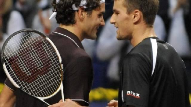 Shakehands unter Freunden: Roger Federer und Marco Chiudinelli.