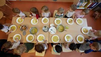 Schlieren kennt bislang keine kostendeckenden Tarife für Mittagstische und Horte.