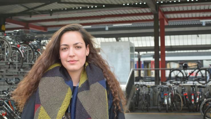 Sofia Sabatini organisiert eine Kundgebung am Zürcher Helvetiaplatz für sichere Fluchtrouten in Europa.
