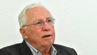 Alt Bundesrat Christoph Blocher liess sich am Dienstag gegen Corona impfen. Diese Aufnahme entstand am 16. Dezember 2020.