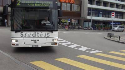Bus beschädigt - Polizei sucht nach Hinweisen.