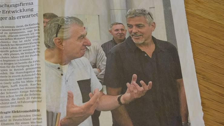 Die NZZ machte den Besuch von Nick Hayek (l.) und George Clooney (r.) in Itingen Wochen später publik. mn/NZZ am Sonntag