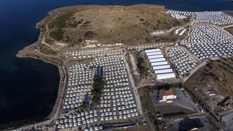 dpatopbilder - Das neue temporäre Flüchtlingslager ist aus der Luft auf der nordöstlichen Insel Lesbos zu sehen. Foto: Panagiotis Balaskas/AP/dpa