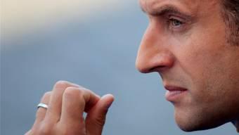 Nach vielen Fehltritten immer stärker unter Druck: Emmanuel Macron.