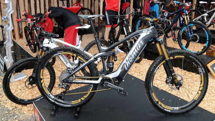 Der Trend: Immer dickere Reifen und immer grössere Batterien für die Mountainbikes.