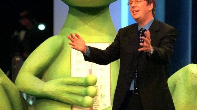 Wetterfrosch trifft seinesgleichen: Jörg Kachelmann als Moderator der Sendung «Einer wird gewinnen» (1998).