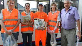 Denise Kohler (links) hält mit ihren Mitarbeitern Amanda Eisenring, Christian Hofer und Helene Stierli die Züge und Bahnhöfe sauber. Walter Oettli (rechts) ist Leiter Infrastruktur bei der BDWM.BA