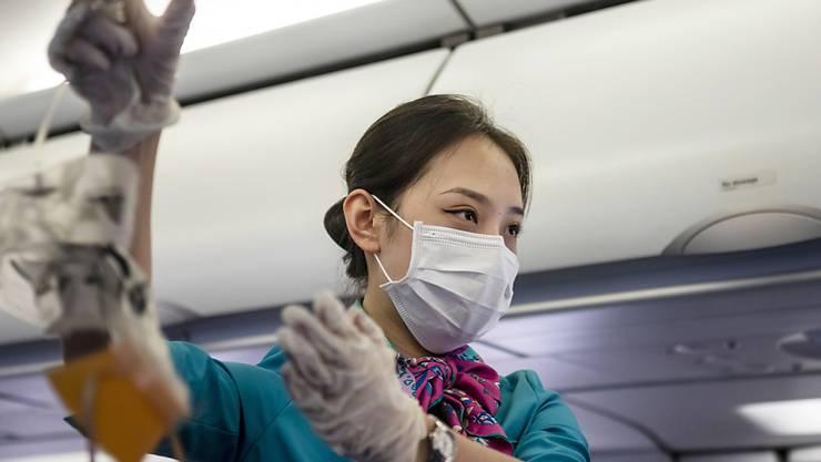 Sicherheit auch im Flugzeug: Das Coronavirus belastet die Airline-Branche (Symbolbild).